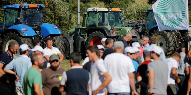Les manifestations devant le siège du groupe laitier Lactalis à Laval se poursuivent en réponse à l'échec des négociations sur le prix du lait.