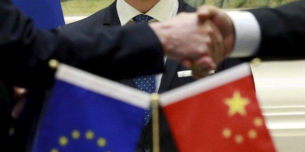 J'ai découvert que cette diplomatie privée est une vraie industrie. Elle n'est contrôlée par aucun parti, a pignon sur rue et génère des dizaines de millions d'euros de profits, juste avec du papier et des mots.