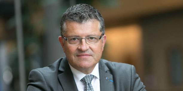 Il y a tout juste un an, Mathias Fekl avait déjà annoncé que la France pourrait choisir « l'arrêt pur et simple des négociations » avec les Etats-Unis si elles ne progressaient pas dans le bon sens. Il déplorait alors un « manque total de transparence » et une « grande opacité ». Le député européen Franck Proust déplore une décision qui n'est pas rationnelle.