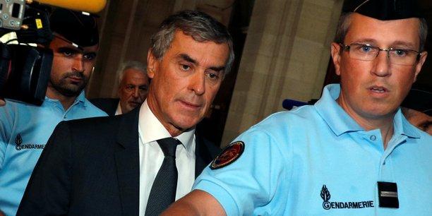 Jérôme Cahuzac encourt jusqu'à sept ans de prison et 1 million d'euros d'amende, ainsi que la privation de ses droits civiques, civils et de famille.