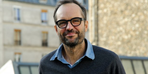 Après avoir lancé la première foire d'art contemporain africain, Ross Douglas décide de créer à Paris un évènement majeur dans le secteur de la mobilité connectée.