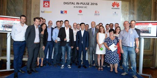 Direction de Huawei France, lauréats et jury réunis dans les salons de la mairie de Bordeaux à l'occasion de la première édition du Huawei Digital IN-Pulse Bordeaux.
