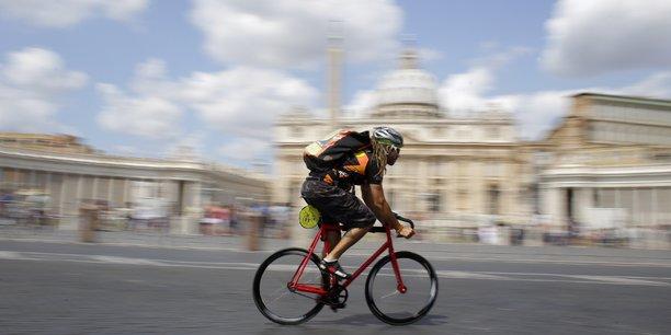 Les immatriculations de micro-entrepreneurs, à l'image des coursiers à vélo, ont augmenté de 2,3% par rapport à juillet.