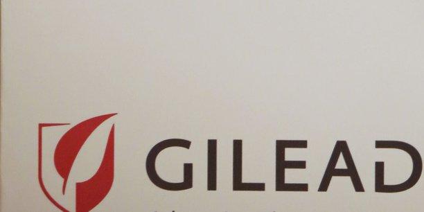 Début septembre, le laboratoire américain Gilead a embauché un ancien cadre de Roche, Rogers Luo, pour mettre en place ses opérations commerciales et préparer le lancement potentiel de son traitement contre l'hépatite C.