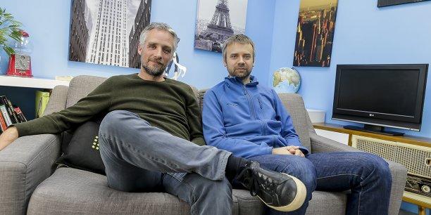 David Dedeine et Sebastian Wloch, cofondateurs d'Asobo studio, dans le salon qu'ils ont aménagé au sein de l'entreprise pour tester leurs jeux holographiques. En 14 ans, Asobo a produit une quinzaine de jeux dont plusieurs sous licence Pixar : Ratatouille, Wall-E...