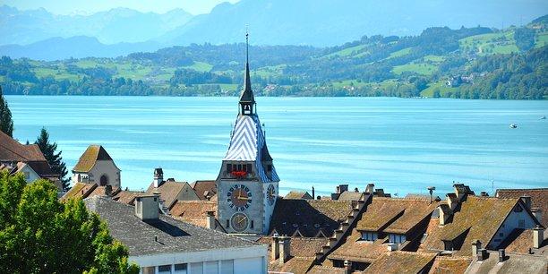 Zoug, ville lacustre du canton de Zoug, distant de 35 km de Zurich et célèbre pour sa législation fiscale attirante