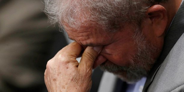 Sans le pouvoir de décision de Lula, ce réseau aurait été impossible, a souligné le procureur, ajoutant que l'ancien président se trouvait en haut de la pyramide.