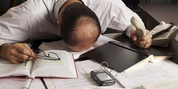 Une grande enquête menée par la CFDT montre que les Français aiment globalement leur travail. Pour autant, 36% des personnes déclarent avoir déjà fait un burn out dans leur carrière et 58% reconnaissent « avoir déjà pleuré à cause du travail ».