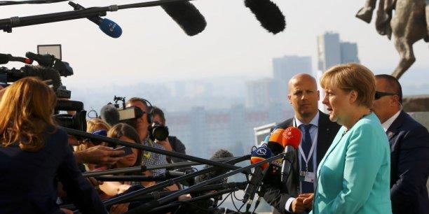 Nous devons avoir un agenda, un plan de travail, une feuille de route pour que d'ici le 60e anniversaire du traité de Rome (en mars 2017), nous ayons traité un certain nombre de problèmes, a déclaré la chancelière allemande, évoquant un pas sur une route qui sera longue.