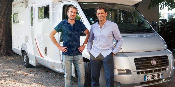 Adrien Pinson (à gauche), cofondateur de la plateforme Yescapa (ex-Jelouemoncampingcar.com) avec Benoît Panel