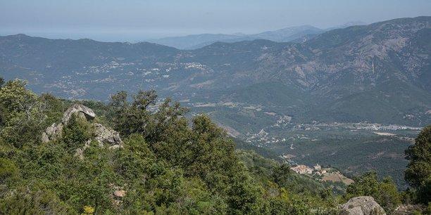 Le ministre de l'Intérieur a également assuré que la commission interministérielle d'évaluation des dégâts se réunirait dès le 13 décembre, et se déplacerait en Haute-Corse dans les meilleurs délais et au plus tard en janvier 2017.