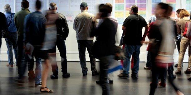 Une étude de  l'OFCE, remet totalement en cause l'efficacité de l'instauration d'une dégressivité des allocations chômage. Selon cette étude, en effet, la dégressivité  est une mesure délicate car ayant pour effet principal de taxer les chômeurs de longue durée, sans garantir le redressement des comptes de l'Unédic ni celui des comportements de reprise d'emploi.