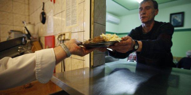 Pour un hôpital qui sert 1.700 repas par jour, tous les jours de l'année, la facture (...) se monte à près de 193.000 euros par an, a calculé l'Ademe.