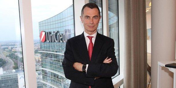 Le français Jean-Pierre Mustier, qui dirige la première banque italienne, voudrait se marier avec la deuxième banque allemande.