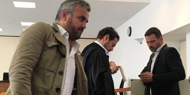 Jérôme Kerviel (à droite), à son arrivée à la cour d'appel de Versailles ce vendredi 23 septembre, en compagnie de son avocat David Koubbi et d'Alexis Corbières (au premier plan), bras droit de Jean-Luc Mélenchon (Parti de Gauche).