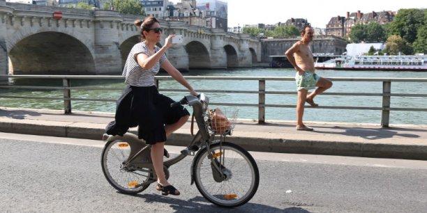 Pour lutter contre la pollution de l'air, la voie sur berge rive droite au centre de Paris est interdite aux voitures depuis l'automne, suscitant la polémique notamment en banlieue et parmi les élus de droite.