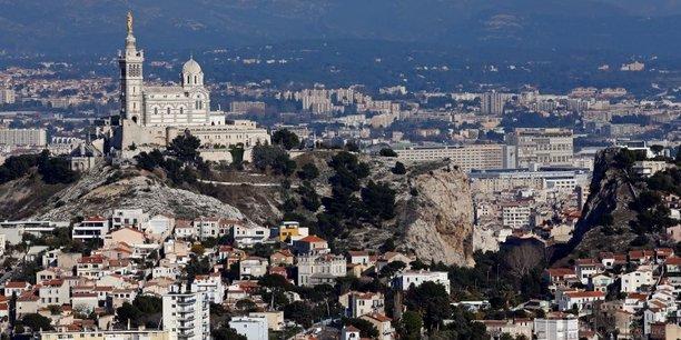 À Marseille, Daniel Sperling, l'adjoint en charge du numérique, se plaît à rappeler que plus de 1.000 tags NFC sont disposés sur les bâtiments remarquables, les équipements sportifs et les Abribus de la cité phocéenne.