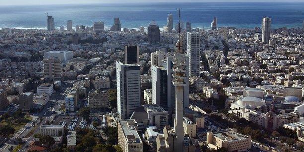 Alors que la compétition internationale s'accroît, la présence massive de la France au DLD est stratégique. L'objectif : que les investisseurs et les médias israéliens considèrent la France comme LA porte d'entrée du marché européen, et non plus forcément le Royaume-Uni ou l'Allemagne. (Photo : vue aérienne de Tel Aviv)