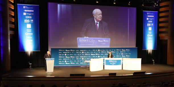 Jean-Claude Gaudin, maire de Marseille et Président de la Métropole d'Aix- Marseille-Provence, à la tribune du Forum Smart City Marseille.