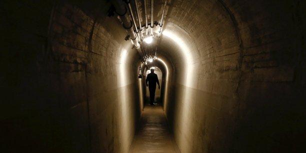 La Suisse compte plus de 8.000 de ces bunkers construits par l'armée, majoritairement durant la Seconde Guerre mondiale et la Guerre froide.