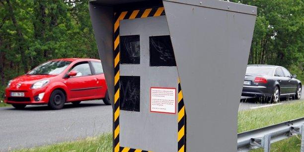 En 2015, il y avait 2181 radars fixes déployés sur les routes et autoroutes de France.