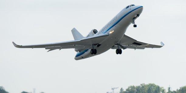 Le Falcon 8X offre la plus grande autonomie (11.945 km) de toute la gamme Falcon, permettant à ses passagers de voler très confortablement et sans escale de Pékin à New York, de Hong Kong à Londres ou de Los Angeles à Moscou