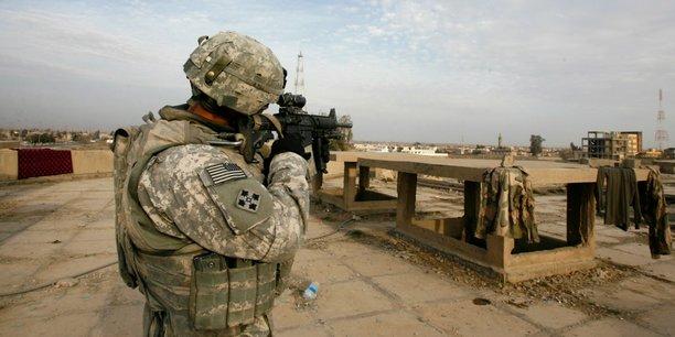 Lunettes de snipers, lance-grenades, pièces détachées de fusils d'assaut armures, tout cet attirail a été mis au enchères sur eBay entre 2013 et 2016.