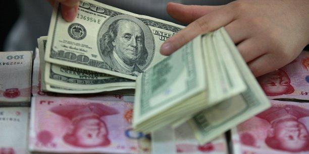 Les fuites de capitaux, alimentées par le vif ralentissement de la croissance dans la deuxième économie mondiale, pénalisent durement le yuan depuis l'an dernier.
