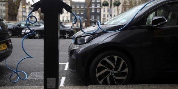 Deux voitures sur trois pourraient etre electriques d'ici 2030[reuters.com]
