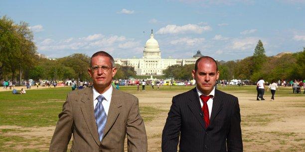 De gauche à droite, Andy Bichlbaum et Mike Bonanno, les deux activistes du groupe Yes Men.