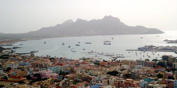 Le Cap Vert reste fortement dépendant à l'industrie touristique et cherche à diversifier les pays émetteurs, qui restent largement dominés par la clientèle européenne