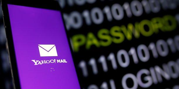 L'accord signé par les deux groupes en juillet comportait une clause autorisant Verizon à se retirer s'il survenait un événement pouvant raisonnablement être considéré comme susceptible d'avoir un effet matériel adverse sur les activités, les actifs ou la situation financière de Yahoo!.