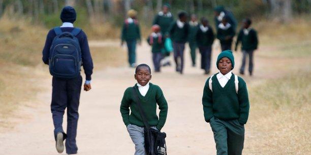 Atteindre le palier du secondaire reste un défi pour les petites filles qui voient leur parcours scolaire bloqué par les pressions familiales.