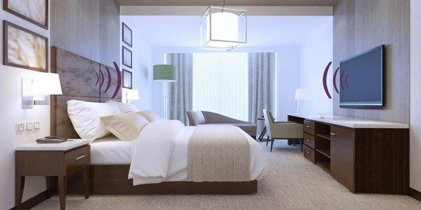 Le fabricant de mobilier pour hôtels Denantes intégre, dans certaines de ses têtes de lit, la technologie New'ee de Life Design Sonore. Résultat, une meilleure immersion sonore du client pour un volume moindre et donc moins de gêne potentielle pour les chambres voisines.