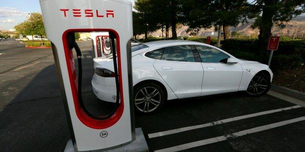 Mi-mars, le constructeur américain de véhicules électriques a levé 1,2 milliard de dollars sur les marchés financiers avant le lancement de sa nouvelle berline Model 3, avec laquelle il veut se lancer sur le créneau grand public.