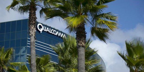 Jusqu'alors spécialisé dans le mobile, Qualcomm table sur la mainmise de son rival dans les puces électroniques à destination de l'automobile et de l'Internet des objets pour se relancer.