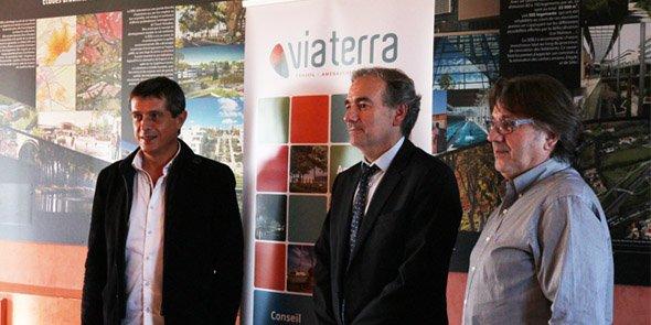 F. Lacas (Béziers Méditerranée) et T. Boucher (Viaterra), devant le nouveau logo de la SEM biterroise.