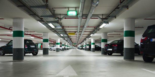 La consultation citoyenne recommande notamment de supprimer des places en surface en privilégiant le recours aux parkings souterrains.