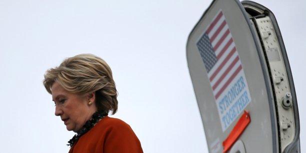 Lorsqu'elle est devenue secrétaire d'Etat en 2009 , Hillary Clinton a signé un document par lequel elle s'engageait à informer le comité d'éthique du secrétariat d'Etat