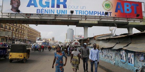 Cotonou semble décidée à assainir la fonction publique des détenteurs de faux diplômes. En témoigne la radiation et les poursuites engagées contre 79 fonctionnaires pris la main dans le sac