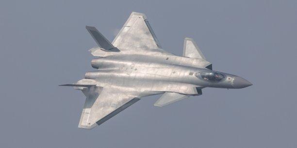 Un premier prototype du FC-31 avait fait son vol inaugural en octobre 2012 (sur la photo, le chasseur furtif chinois j-20)