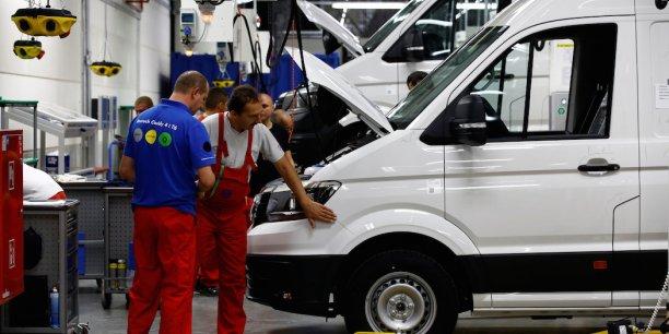 Cette nouvelle diminution du taux de chômage dans la première économie européenne constitue une bonne surprise pour les analystes interrogés par le fournisseur de services financiers Factset, qui tablaient sur un maintien à 6,1%, le niveau conservé pendant cinq mois d'affilée.