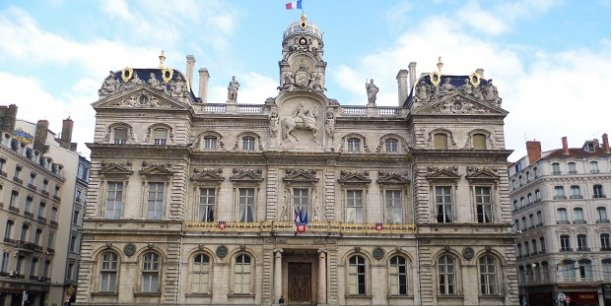 A travers l'octroi d'une note stable (à long terme AA et à court terme A-1+), la Ville de Lyon demeure toujours, pour l'heure, dans le haut du classement de l'agence S&P.