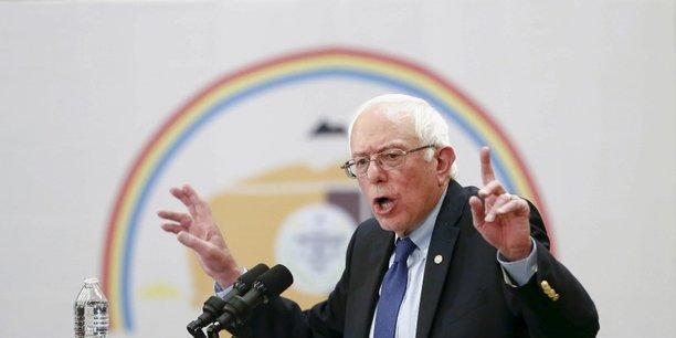Bernie Sanders se plait à évoquer régulièrement la cupidité de l'industrie, et clouer au pilori les laboratoires comme GSK, estimant que le modèle économique des entreprises du médicament est basé la fraude.
