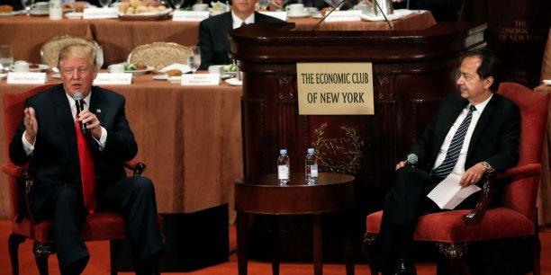 Donald Trump avec le gérant de hedge fund John Paulson au club économique de New York, en septembre dernier.