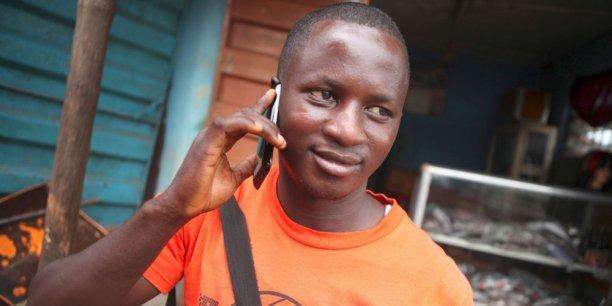 La moitié des Africains seulement dispose d'un téléphone portable ou d'un smartphone, relève le think-tank Idate. Ce qui laisse ainsi une autre moitié de la population, qui s'élève aujourd'hui au total à 1,4 milliard d'habitants, à équiper.