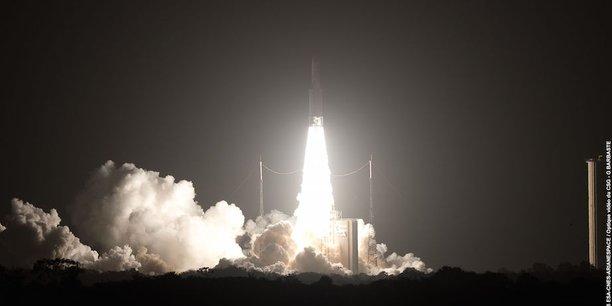 La Commission européenne estime d'ores et déjà que 6% du PIB de l'Union européenne dépend directement des technologies utilisées dans l'industrie spatiale. Et cette part devrait atteindre 30% d'ici à 2030, selon Jean-Yves Le Gall, le patron du CNES. La commissaire européenne à l'Industrie Elzbieta Bienkowska estimait que 1 euro investi dans l'espace rapportait 7 euros à l'économie. (Crédit photo: Photothèque du CNES)