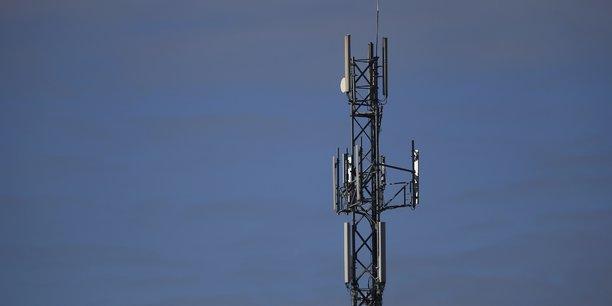 S'il est vrai que les Orange, SFR et Bouygues Telecom ont longtemps délaissé la couverture des zones blanches - jugées trop peu rentables -, ils sont néanmoins parfois confrontés à des difficultés et à des réticences locales pour installer des antennes.