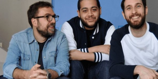 Vincent Marty-Lavauzelle (à gauche) et Mike Waldman (à droite), les confondateurs de PayCar, avec leur responsable marketing, Aldaïr Angola.