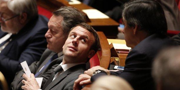 Emmanuel Macron et François Fillon à l'Assemblée nationale en mars 2015.